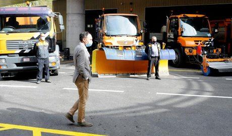 Espot davant de camions i màquines del COEX