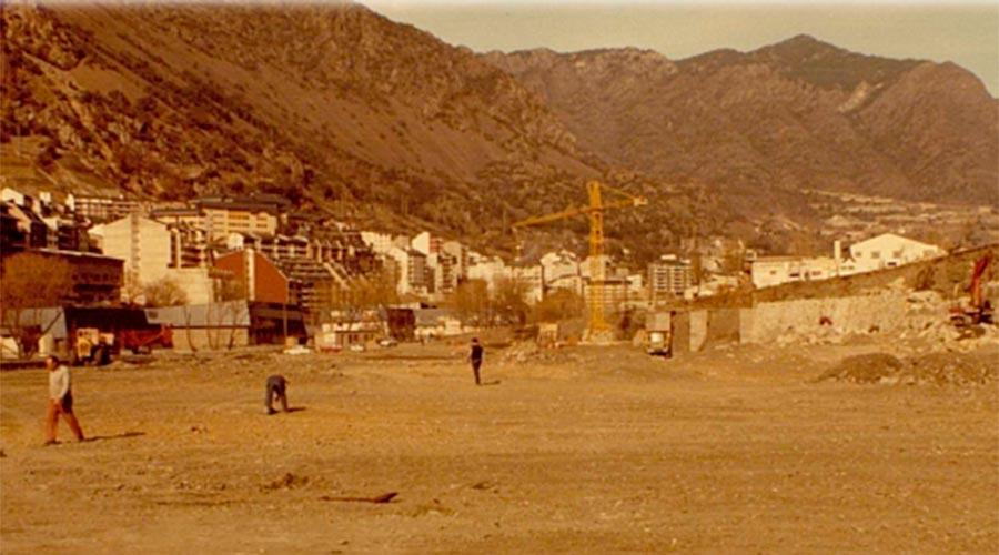 Obres d'anivellament per a la construcció de l'Estadi Comunal Joan Samarra. Any 1982 Arxiu Comunal d'Andorra la Vella_Fons Pere Canturri