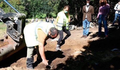Arqueòlegs treballen en la fossa de Sorpe, al municipi d'Alt Àneu