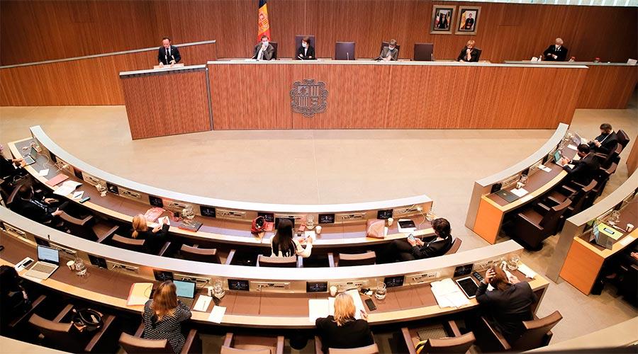 Ple del Consell General amb Xavier Espot dirigint-se als consellers generals