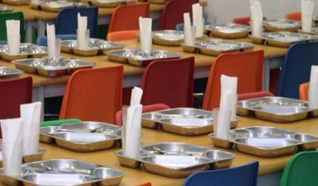 Taules parades d'un menjador escolar