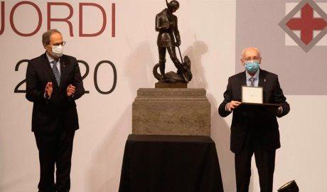 Joaquim Torra i Mn Benigne Marquès en l'entrega de la Creu de Sant Jordi