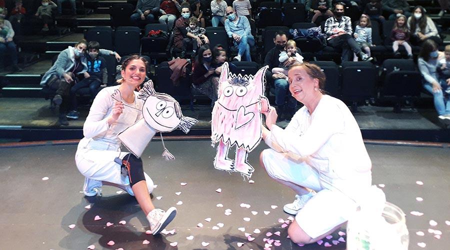 """Un moment de l'espectacle El Monstre de Colors"""" de la companyia Tutatis - Teatro imaginario"""