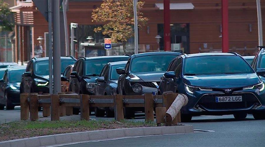 Una filera de vehicles