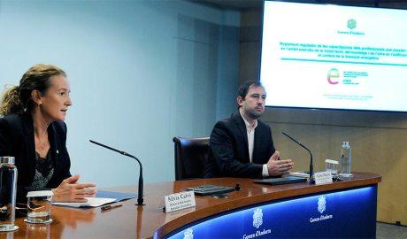 La ministra de Medi Ambient, Agricultura i Sostenibilitat, Silvia Calvó, juntament amb el director de l'Oficina i del Canvi Climàtic, Carles Miquel,