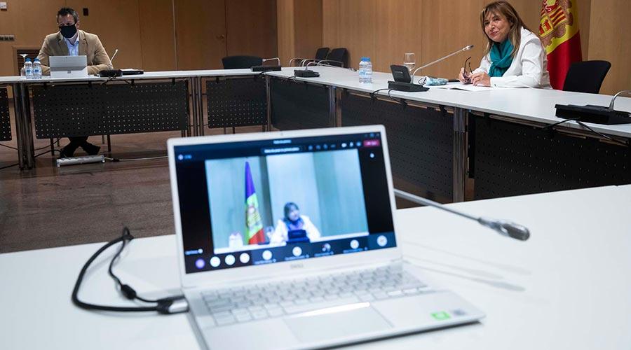 Astrié i Marsol en una sala del Centre de Congressos d'Andorra la Vella, oferint una roda de premsa telemàtica