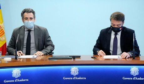 El ministre de Finances, Eric Jover, i el director del Departament de Tributs i Fronteres, Albert Hinojosa