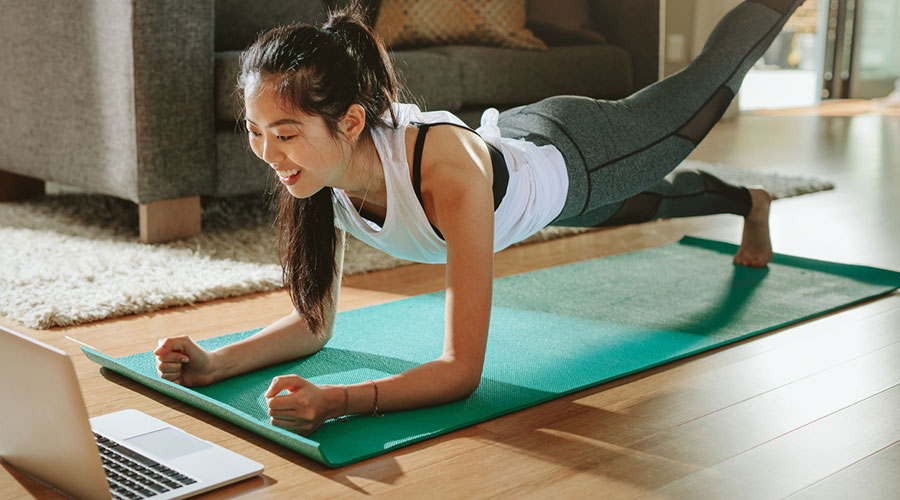 Noia fent exercici
