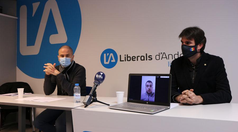 Gerard Estrella i Guillem Forné al local de Liberals d'Andorra i Toni Puig en videoconferència