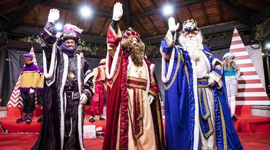 Els tres Reis Mags a la plaça del Poble