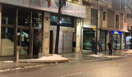 Policies prop de l'ambaixada d'Espanya
