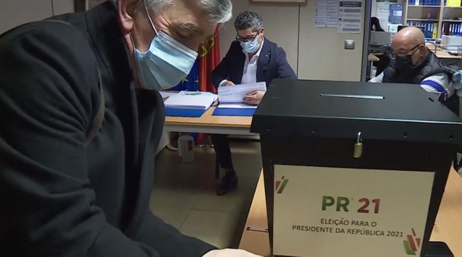 Una urna al consolat de Portugal per recollir els vots en les eleccions presidencials del 2021