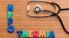 fonendoscopi i lletres on posa hipotèrmia