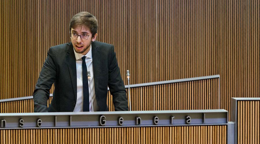 Roger Padreny intervenint al Consell General
