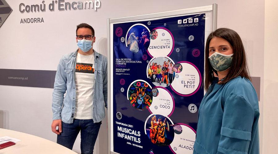 David Cruz i Laura Mas amb el cartell dels musicals infantils 2021. Foto: Comú d'Encamp