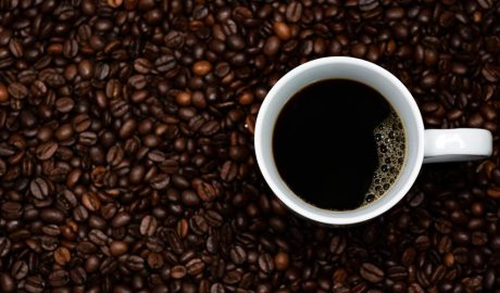 Cafè en gra i en tassa
