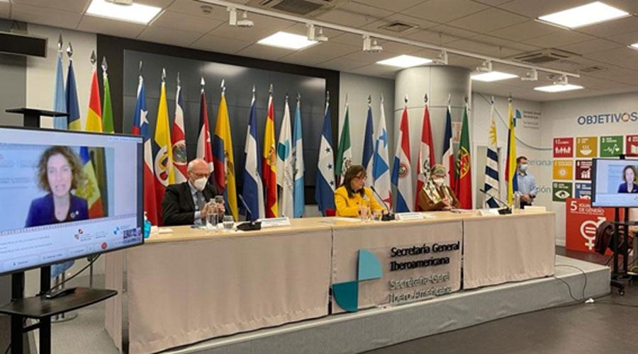 Ubach en una pantalla i Grynspan presideixen una reunió de ministres d'Exteriors en el marc de la Cimera Iberoamericana