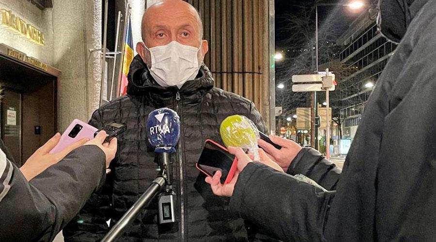 Martínez Benazet atenent a la premsa