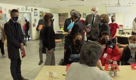 Les autoritats visitant el 9è Fòrum dels Oficis al Lycée Compte de Foix