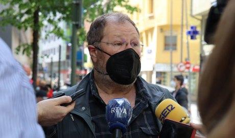 Jordi Font atenent a la premsa
