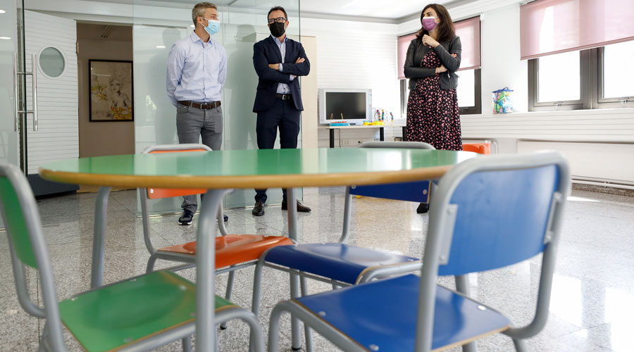 Olivé, Filloy i Milà a les instal·lacions del Servei de Trobada Familiar