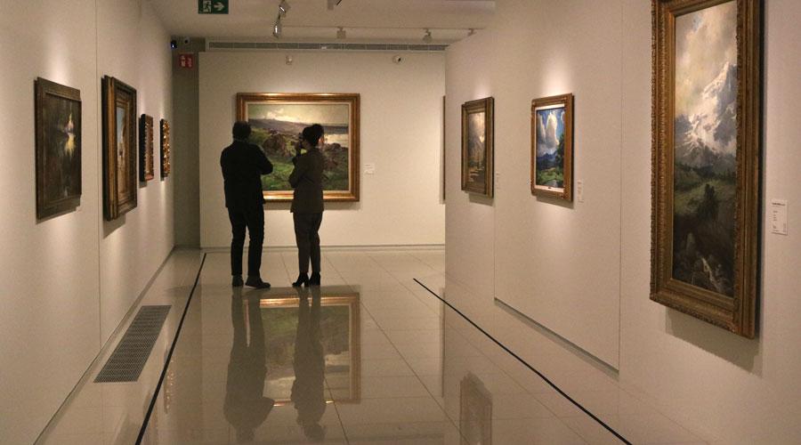 Guillermo Cervera i Isabel Rodríguez en una visita a l'exposició 'De Rigalt a Puigdengolas'