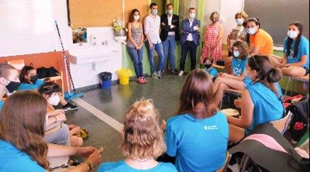 Responsables de la Generalitat visiten un camp de treball d'estiu al Pirineu