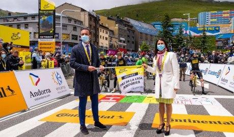 Jordi Torres i Laura Mas donant la sortida de l'etapa del Tour de France