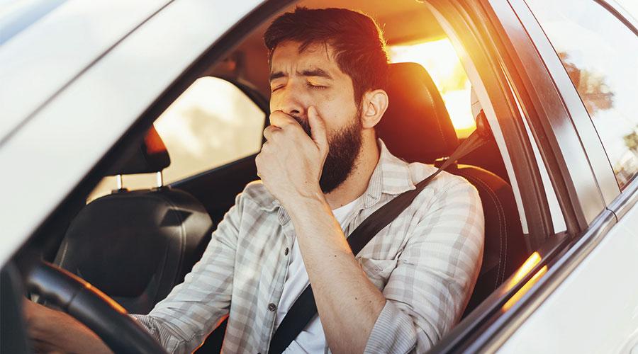 Badallant en el cotxe