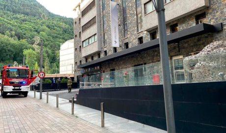 Bombers a la seu central de Vall Banc
