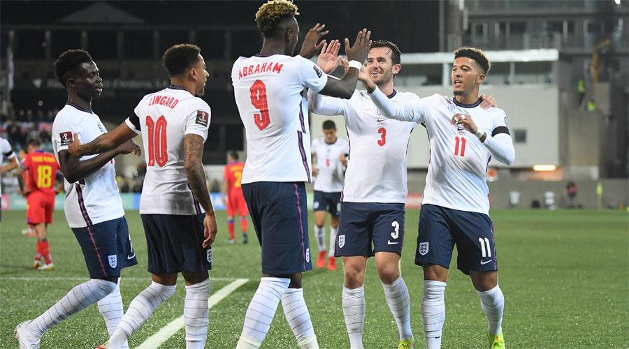 La selecció anglesa de futbol celebrant un gol a Andorra