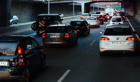 Cua de vehicles a la ronda de Barcelona