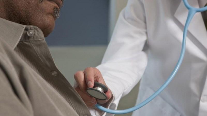Vols spéciaux: le contrat de prestation entre le SEM et la société médicale Oseara doit être repensé
