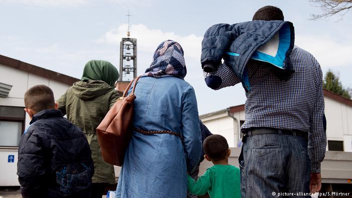A l'avenir, la Croix-Rouge suisse promet de s'engager d'avantage pour le regroupement familial des réfugiés