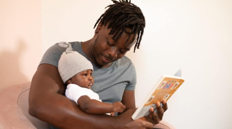 Photo of dad reading to child via Nappy.co