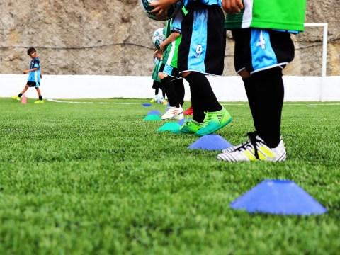 Děti trénují fotbal