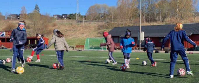 Bilde av J2012-fotballspillere.