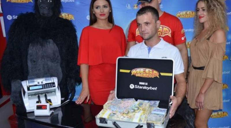 Un bărbat din Bucureşti a câştigat peste 410.000 de lei la aparate! S-a îmbogăţit în ultimele minute