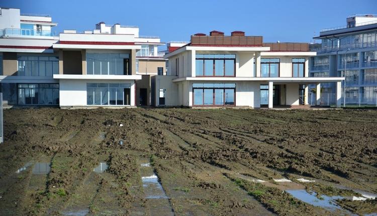 Parlagon hever a méregdrágán épült olimpiai falu Szocsiban