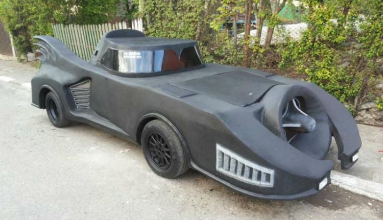 Emberek! Eladó a Batmobil!