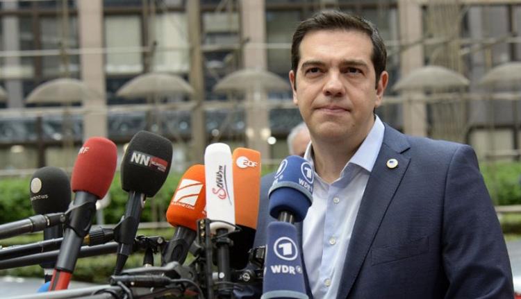 Ciprasz kapitulált, de a görögök bennmaradnak az euróövezetben