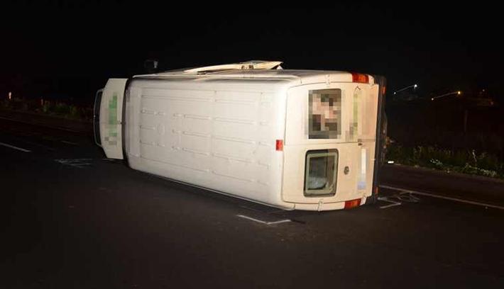 Román vezette a felborult csempészbuszt az M5-ös autópályán