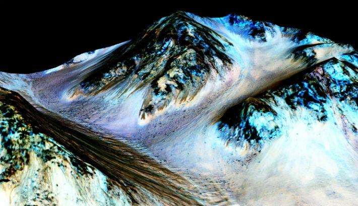 Hurrá, folyékony vizet találtak a Marson!