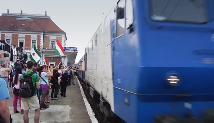Közel ezer zarándok vonatozik Csíksomlyóra a Boldogasszonnyal