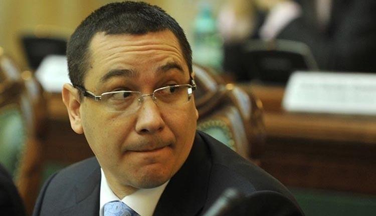 Ponta foggal-körömmel ragaszkodik a plagizált doktorijához