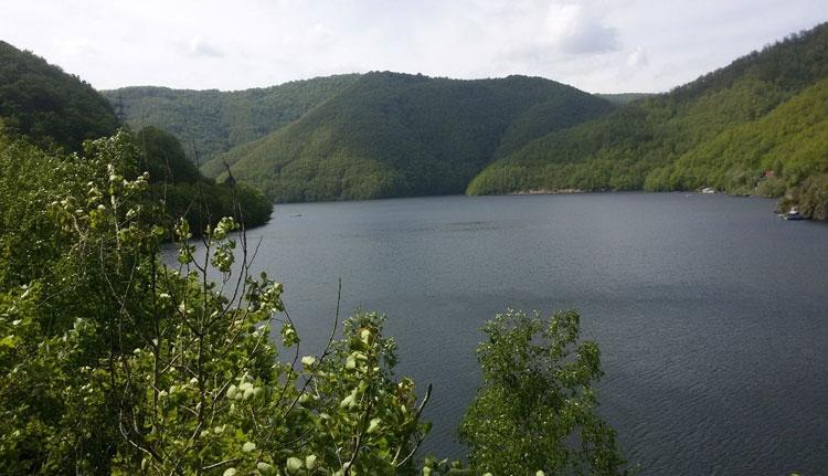 Áram csapott nyolc fiatalba a Tarnica tóban. Egyikük meghalt