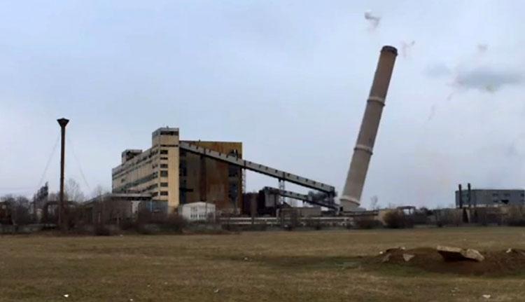 Lerobbantották a váradi hőerőmű kéményét (VIDEÓ)