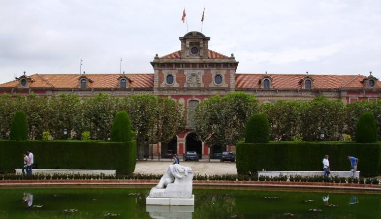 A spanyol alkotmánybíróság betiltotta a katalán parlament ülését