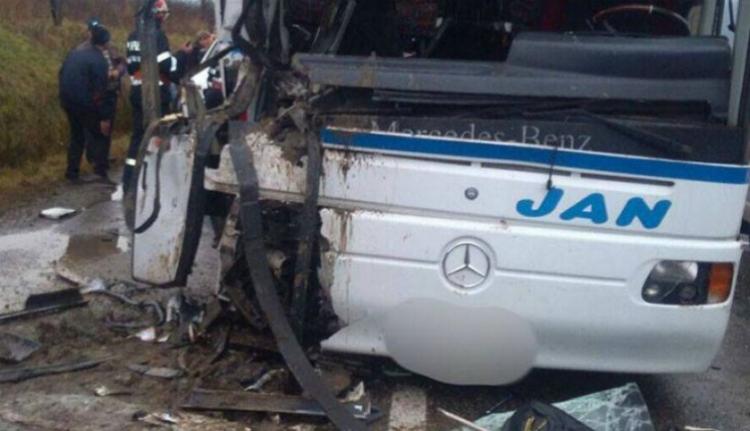 Kamionnal ütközött egy autóbusz Máramarosban