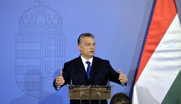 Orbán Viktor a kisebbségvédelmi kezdeményezés aláírására buzdít